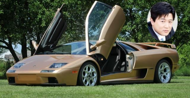 Aktor Park Sang Min memiliki mobil jenis Lamborghini Diablo VT 6.0 Special Edition yang harganya sekitar 9 sampai 10 milyar rupiah. Wow! Kesuksesan drama – drama yang dibintanginya, seperti City Hunter turut menjadi penyumbang pembelian mobil i