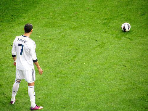 Cristiano Ronaldo Pemain Real Pertama Lampaui 30 Gol dalam Tiga Musim di La Liga, berikut catatannya: -2010-2011 = 40 gol -2011-2012 = 46 gol -2012-2013 = 31 gol* NB: Musim 2012-2013 masih bisa bertambah di sisa 7 pertandingan La Liga.