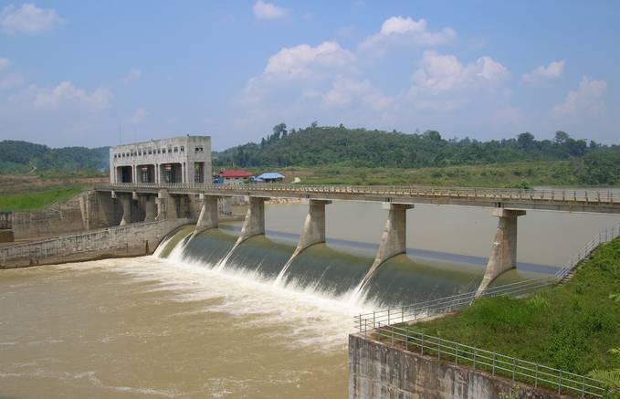 Bendung Batanghari Kab. Dharmasraya Sumatera Barat. Dibangun pada tahun 1998 s/d 2002 oleh tim konsultan dari Jepang melalui perusahan besar mereka, Nippon Koei Ltd dan diresmikan oleh Presiden SBY pada tahun 2009.