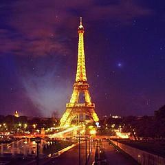 Kenapa Menara Eiffel Tempat Paling Romantis?