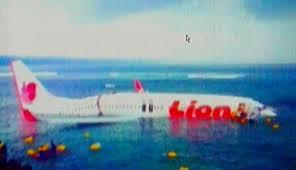 terbongkar lion air jatuh di laut denpasar!!! pesawat jatuh disebabkan oleh HP.Ilmuan jerman mengatakan HP lah yang menyebabkan jatuh.Saat ilmuan itu membuat mesin pesawat tiba2 HPnya berbunyi itulah yang menyrbabkan pesawat lion air jatuh
