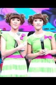 si kembar cantik ya!!! wow!!!(twister twins)