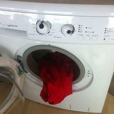 Mesin cuci yang bosan dengan tugasnya ? :P