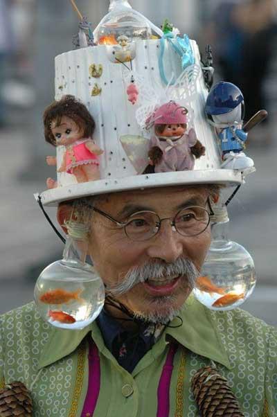 topinya aneh banget yah............. hihihi....