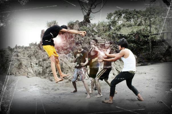 Gue yang keetawa lebar nunjuk baju takotak merah tuh ! fail face ! Lokasi : Pelabuhan Ratu , Jawa Barat > Sukabumi ... Mahasiswa STMIK PASIM, IESK 14 pang ganteng, pang riweh sekampus ! Wow nya yah !