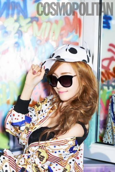 ada keganjalan dalam foto Jessica ini,, apa yaa?? SONE pasti tau :)