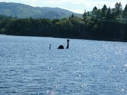 bilang wow ya .Loch Ness legenda yang berasal dari scotlandia.Dilaporkan bahwa lochness adalah hewan dari jaman dinosaurus yang berhasil bertahan dari ledakan meteor dan masih hidup hingga kini.Ditemukan di scotland tahun 1930,