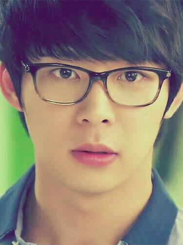 Ada yg tau ini siapa dan pemain drama korea apa? Klik WOW buat yg ngerasa He is So Cute...