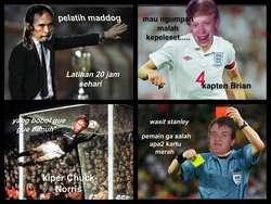 sepak bola ala meme komik