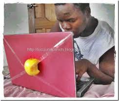 Laptop merek apple...... wkwkwkwk