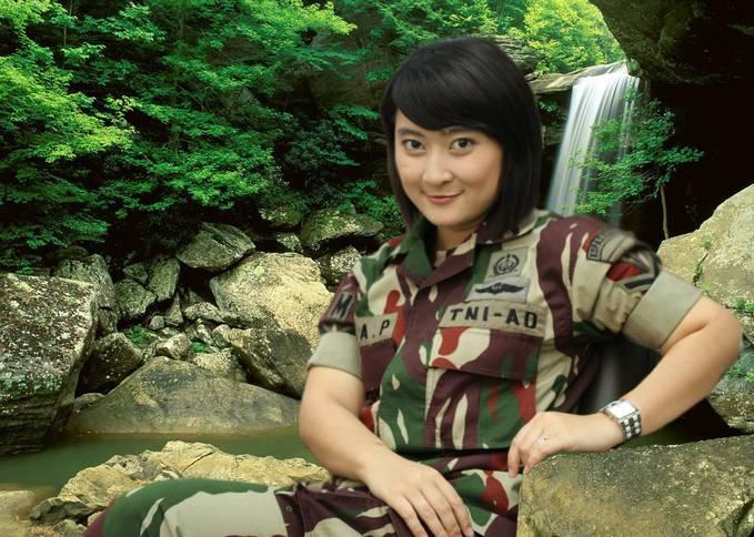 Sersan Eka Patmawati Mantan Model Cantik Jadi Kopassus