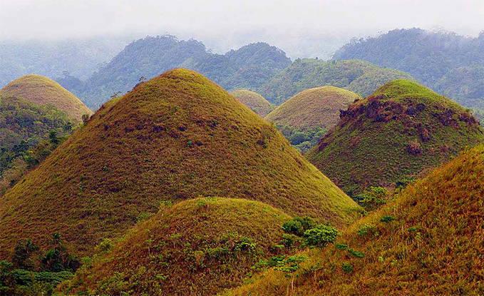 This is The Chocolate Hills (Bukit Coklat) ini terletak di Filipina tepatnya di pulau Bohol :)