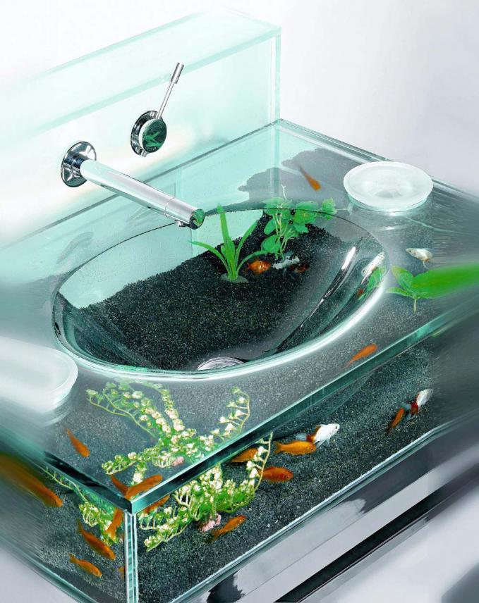 Moody Aquarium sink , kalau lagi boring cuci muka sambil lihat ikan-ikan yang sedang berenang didalamnya jadi ga boring lagi deh