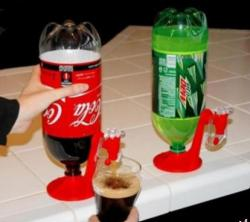Soda bottle dispenser which can keep the soda like first-time open.