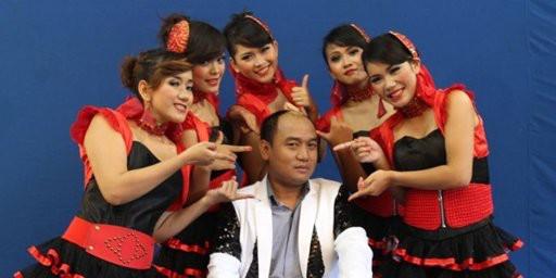 Aziz Gagap Kepincut Putri Kembang