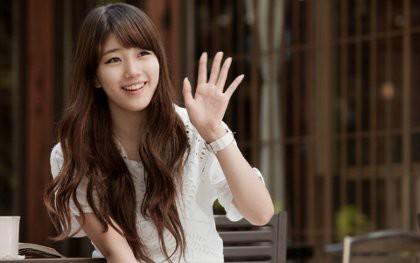 Suzy miss A Raup Rp 86,7 Miliar dari Kontrak Iklan l Jakarta - Eksis sebagai penyanyi dan idola, maknae miss A Suzy juga populer sebagai bintang iklan. Dari berbagai kontrak iklan, Suzy sudah meraup lebih dari KRW 10 miliar atau sekitar Rp 86