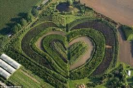 ini adalah tamanvwaltrop, dekat dortmun, Jerman yang berbentuk hati. jangan lupa wownya