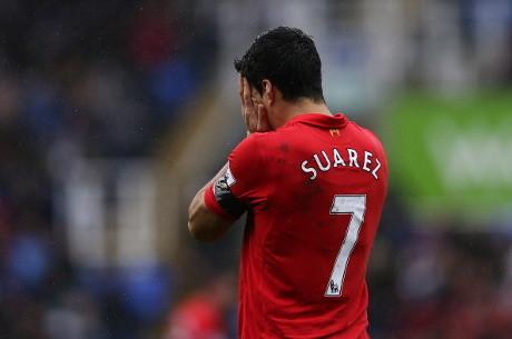 Liverpool - Skorsing 10 pertandingan membuat bomber Liverpool, Luis Suarez terpukul. Penyerang internasional Uruguay itupun kencang dikabarkan sedang mempertimbangkan untuk hengkang dari Premier League. Adapula Atletico Madrid membidik Suarez