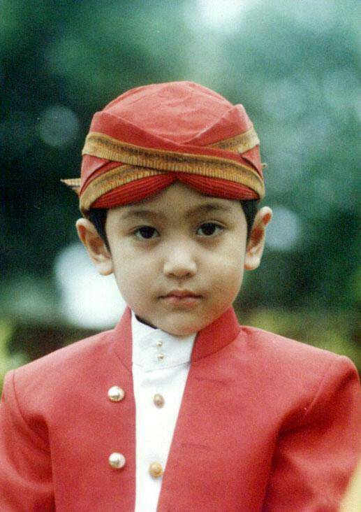 Anak kecil aja ikut melestarikan Budaya Indonesia :) WOW