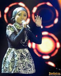 Fatin Shidqia Lubis nyanyi lagu Rumor Has It-nya Adele. Menurutku, yang paling aku suka saat Fatin nyanyi lagu Rumor Has It tuh, suaranya kayak Adele banget gituh :D. Keren ya :)