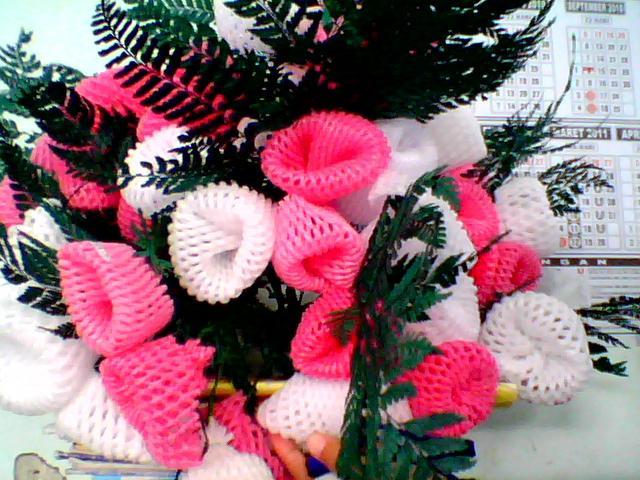 bunga ini dibuat dari barang bekas!!! Wownya dong