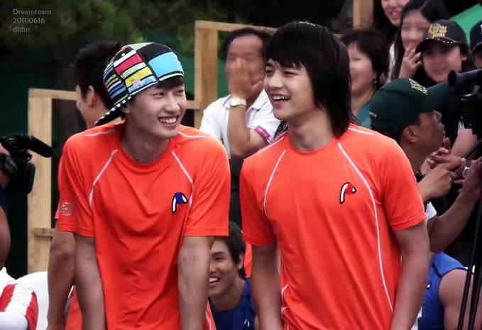 Kalian pilih yang kanan (Min Ho Shinne) atau kiri (EunHyuk) ??? :P mohon jawabannya ya :) Me : kiri