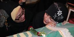 Jenazah Ustaz Jeffry Al-Buchori dibawa ke Masjid Istiqlal, untuk disemayamkan dan disalatkan. Usai salat Jumat, jenazah Uje, sapaan Ustaz Jeffry, bakal dimakamkan di Tempat Pemakaman Umum Karet Bivak, Jakarta.