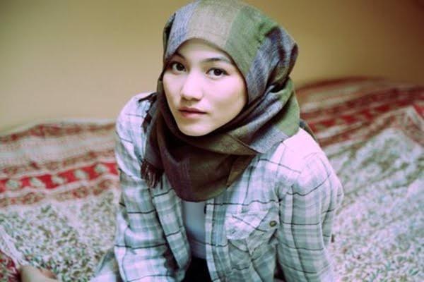 Hana Tajima Simpson, Hijab, Kerudung, Jilbab