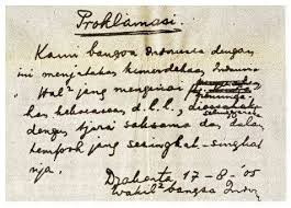 "Nie dia sobat Pulsker naskah proklamasi yg dibacakan Bapak Presiden Indonesia Pertama ""Ir. Soekarno"" dan Wakil Presiden ""Moh. Hatta"" Yg ngaku org Indonesia mana WoWnya"