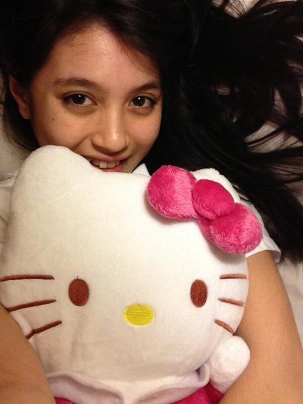 Nabilah JKT48, cantik mana? hello kitty nya ato Nabilah nya?? :D jangan lupa WOW nya ya buat Nabilaholic