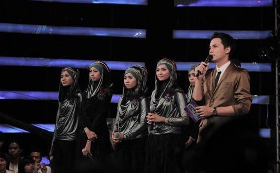 SUNNI girl band yang teguh memakai jilbab Girl Band Sunni mendapat pujian,karena keteguhannya memakai jilbab. kalau menurut kalian mana yang lebih cantik pakai jilbab atau buka aurat?? wownya dong