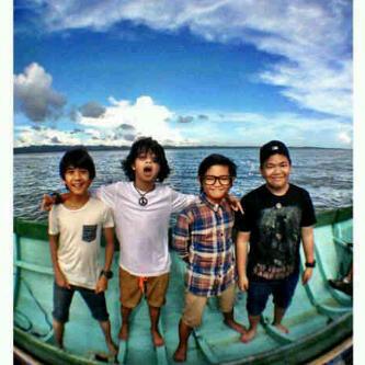 KALIAN KENAL DENGAN COBOY JUNIOR ? Boy band beranggotakan Iqbaal,Aldi,Kiky,dan Bastian ini telah memulai keinginan mereka untuk go Internasional dengan konser di SINGAPURA. selain itu,mereka akan menggelar konser 30 kota di INDONESIA.