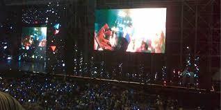 Ini lah suasana MUSIC BANK IN JAKARTA 2013.. WOW,begitu rame nya,semua kpop lovers berkumpul,dan org indonesia juga antusias dlm konser ini.. Salut gue sama org indonesia WOW...ada yang mau bertemu langsung dengan mereka/..????