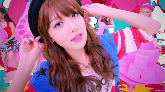 posting pertama pengen tercantung Sooyoung beep beep MV terbaru GG :)