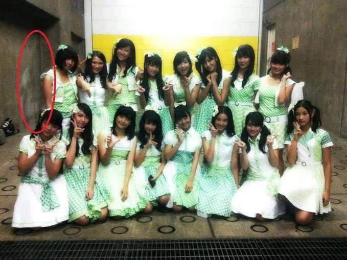 Penampakan hantu sosok kuntilanak di foto JKT48..... MINTA WOW NYA DONGG *WOTA*