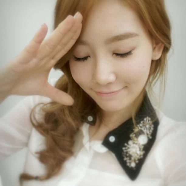 Foto Selca Taeyeon SNSD yang mirip Jessica SNSD^^ yang di unggah di acc instagram nyaaaa all so beautifull
