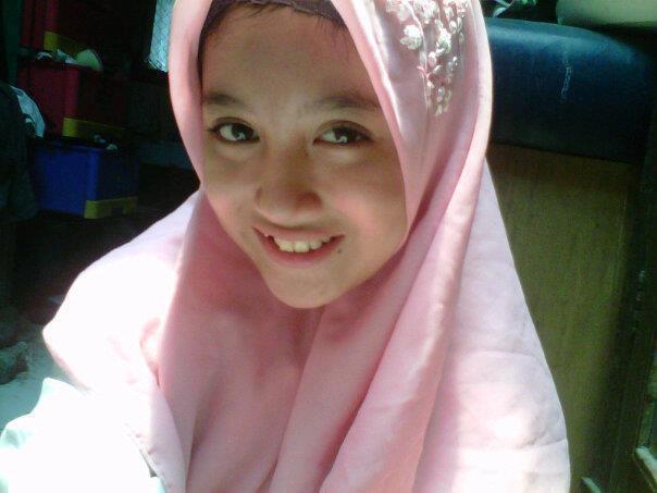 Pagi-pagi membayangkan Nabila kalo pagi jilbab tiap hari... Waw Cantiknya !