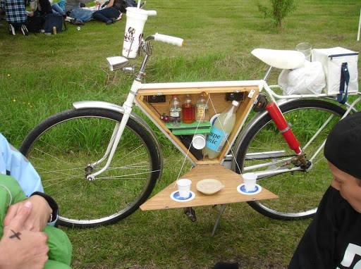 """sepeda unik dan gokil ini super lengkap wkwkw ada tempat kopi""""nya hahhaha,kalo versi kamu gimana ,mau di taro apa lg ?"""