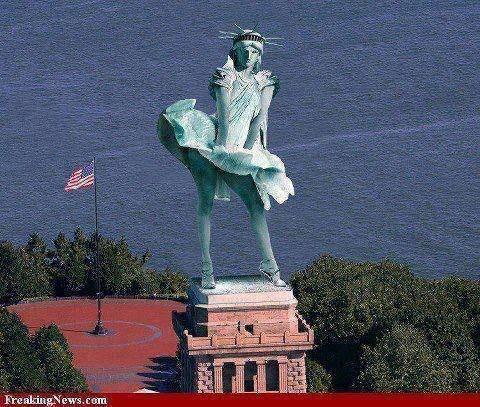 patung liberty akibat terkena angin kencang