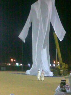 """Subhanallah,, inilah replika baju Nabi Adam Alaihissalam Rasulullah bersabda : """"Dahulu Allah mencipta Adam 'alaihissalam yang tingginya enam puluh hasta"""" (HR Imam Bukhari No. 3326) 60 hasta (1 kaki = 30 cm, 1 hasta = 1,5 kaki, jadi 60 hasta"""