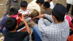 Gaya Anak Gaul 90-an di Indonesia