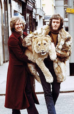 wow singa aja bisa di gendong