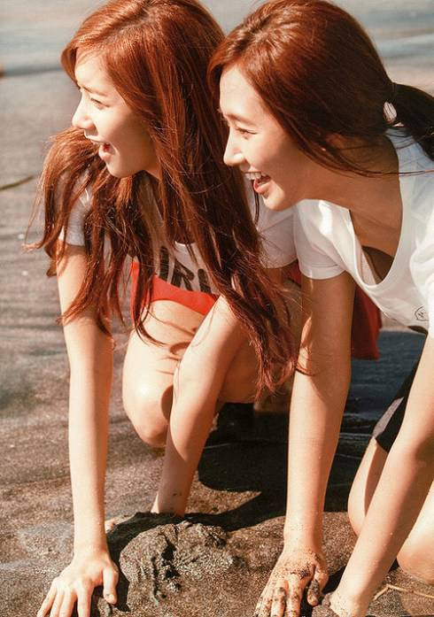 YoonYul make a Sand Castle? or Just Play it?