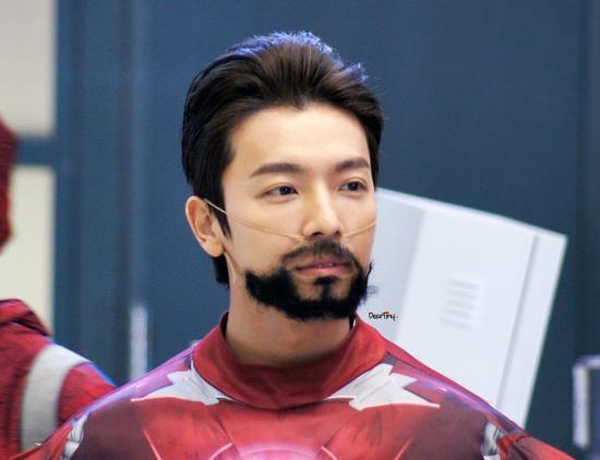 Iron Man versi Donghae SUJU..... Gk kalah keren yah sama yg asli....