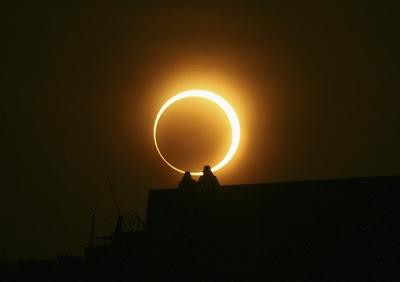 Gerhana Matahari Yang Sangat Langka Terjadi !
