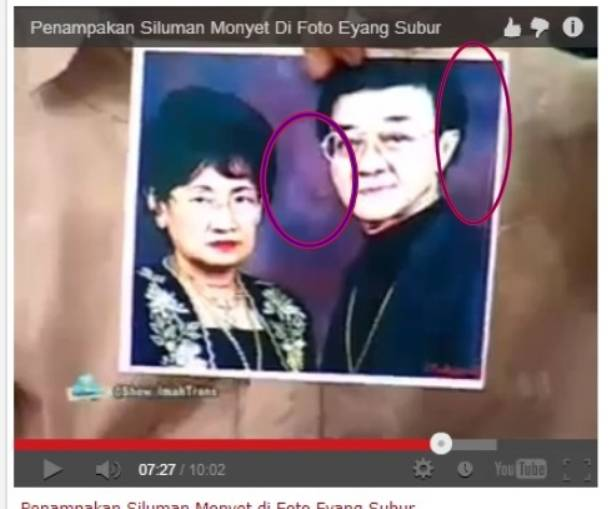 foto eyang subur yang ada penampakan dua monyet *maaf jika tidak jelas ini asli no edit kalau tidak percaya liat nih link:https://www.youtube.com/watch?v=VnROnd0q_8Q . Source:youtube