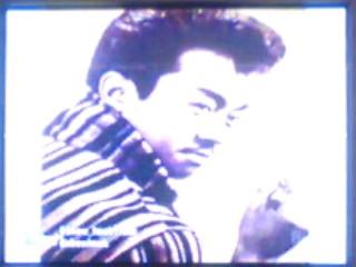 ini foto Eyang Subur waktu muda.. moto sendiri di acara Show Imah, makanya agak silau.. hehehehe