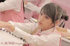 mesipun kena tepung NABILA JKT48 tetep canti kug...!!! yg setuju wow nya donk