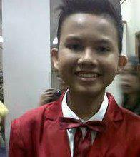 Ini dia namanya Josua Pangaribuan Dia adalah pelajar yg berasal dari kota Medan yg mengikuti IMB Dia lahir pada 9 Desember 1998 Josua adalah anak ke-empat dari 5 bersaudara. Josua adalah anak laki-laki satu-satunya dalam keluarganya.