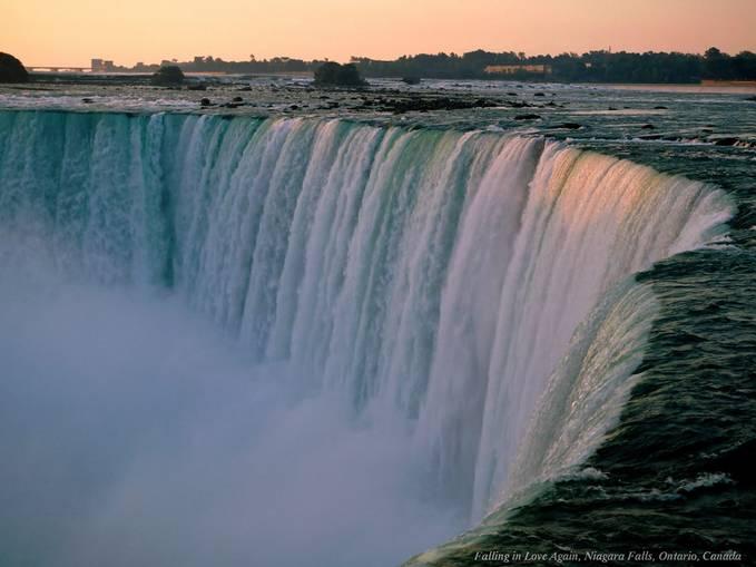 coba deh kamu ke air terjun niagara ini sungguh besar ini lah keajauban alam yang menakjubkan ..... WOW